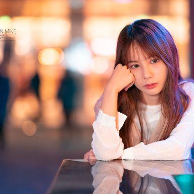 2019-03-12 南京西路夜景 毛衣白裙 小清新_攝影師蔣俞歡的返片