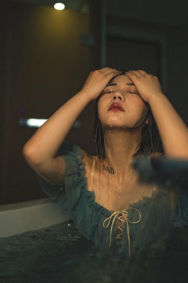 2019-04-13 酒店室内 蓝色一字肩连衣裙_摄影师江南小生的返片