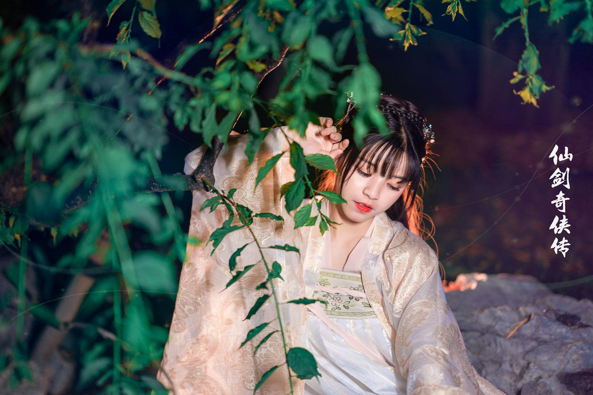 2019-04-23 靜安雕塑公園夜景漢服_攝影師蔣俞歡的返片